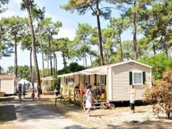 Coté Sud Ouest dans une station balnéaire, ce camping est à vendre