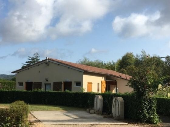 En Dordogne, ce magnifique camping est à vendre près de tous les commerces.