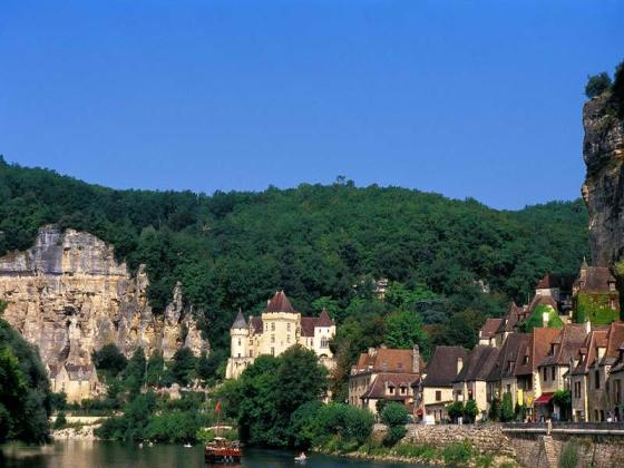 Ce magnifique camping est à vendre en Dordogne.