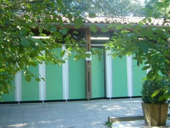 En Aquitaine, ce camping à vendre est de grand standing et proche des commerces.