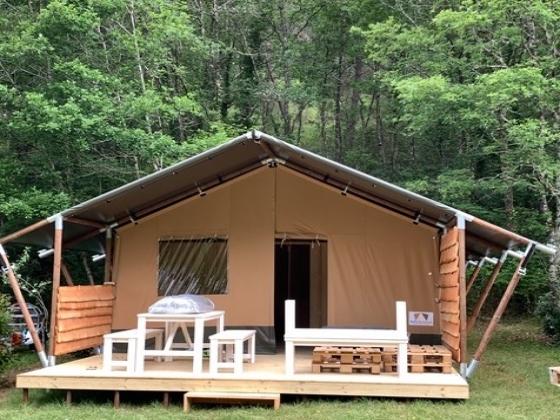 Dans le Périgord ce camping à vendre bénéficie d'un décor tropical !
