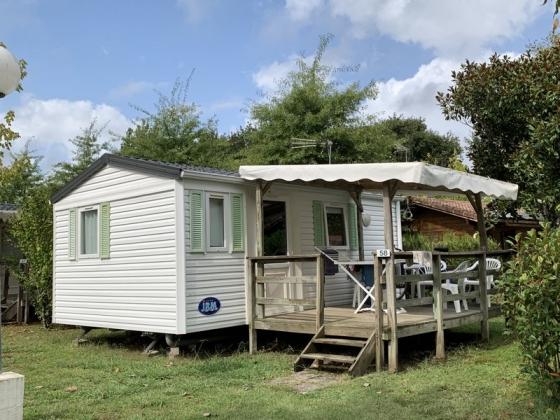 Ce camping en Nouvelle Aquitaine est en vente à côté d'une ville.