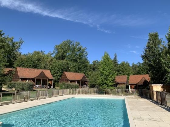 Magnifique village de chalets à vendre en Périgord